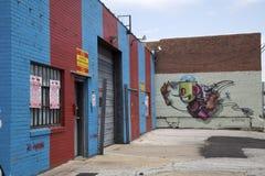 在大厦墙壁上的街道画  免版税库存图片