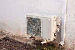 在大厦安装的空调器压缩机 库存图片