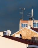 在大厦屋顶的都市场面视图  库存照片