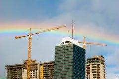 在大厦彩虹之上 库存图片