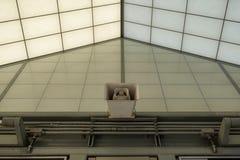 在大厦的一台扩音器 库存图片