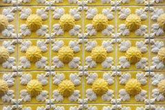 在大厦的传统葡萄牙azulejo瓦片在波尔图, P 库存照片
