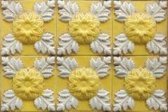在大厦的传统葡萄牙azulejo瓦片在波尔图, P 免版税库存图片