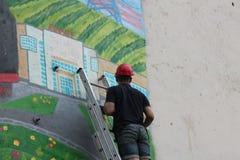 在大厦的墙壁上的街道画 图库摄影