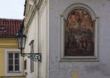 在大厦的墙壁上看的一幅美丽的图画 免版税库存图片