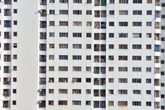 在大厦的窗口晴天 免版税库存照片
