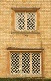 在大厦的老Windows 免版税库存图片
