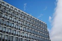 在大厦的长方形窗口 免版税图库摄影
