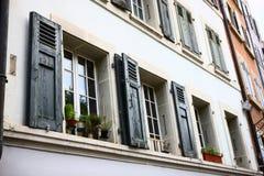 在大厦的Windows在伯尔尼 库存图片