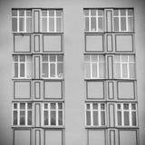 在大厦门面的Windows  库存照片
