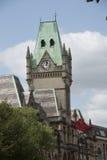 在大厦顶部的Clocktower 免版税库存图片