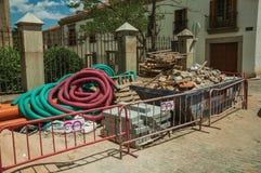 在大型垃圾桶容器的瓦砾在工地工作在阿维拉 库存照片