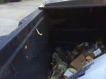 在大型垃圾桶的底部的世界 免版税库存照片