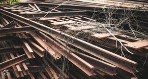 在大堆的老铁锈铁 免版税库存图片