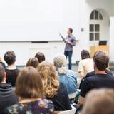 在大学供以人员给介绍在教室里 免版税图库摄影