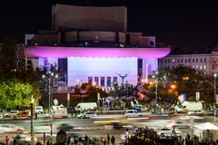 在大学正方形的人聚集和国家戏院在第二天反对腐败和政府的抗议 库存照片