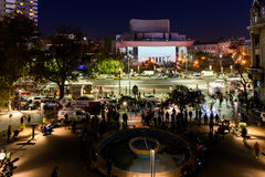 在大学正方形的人聚集和国家戏院在第二天反对腐败和罗马尼亚政府的抗议 免版税图库摄影