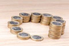 在大小上增加的硬币圈子  库存图片