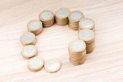 在大小上增加的硬币圈子  免版税图库摄影