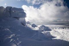 在大山的深刻的冬天 免版税库存照片