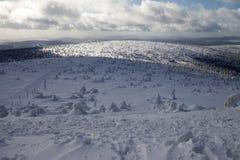 在大山的深刻的冬天 免版税图库摄影