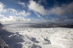 在大山的深刻的冬天 库存图片