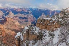 在大峡谷南外缘的冬天 库存照片