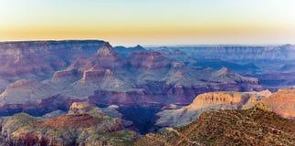 在大峡谷的五颜六色的日落 图库摄影