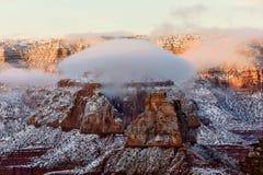 在大峡谷的双突透镜的云彩日落的 免版税库存照片