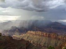 在大峡谷的夏天风暴 库存照片