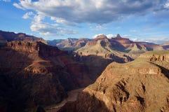 在大峡谷的底部的科罗拉多河愤怒 库存照片