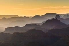 在大峡谷西部外缘的日落,亚利桑那 免版税图库摄影