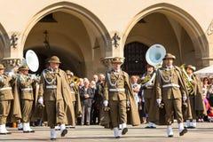 在大广场的军事乐队在年鉴波兰人全国和公休日期间宪法天 免版税图库摄影