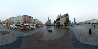 在大广场的圣诞节公平的市场在老镇的中心 库存照片