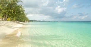 在大开曼海岛,开曼群岛上的七英里海滩 免版税库存图片