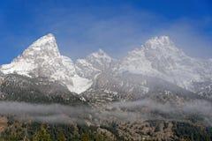 在大提顿峰范围的薄雾 免版税库存图片