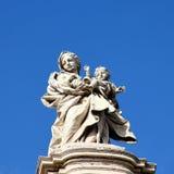 在大教堂圣玛丽亚Maggiore的雕象 免版税库存图片