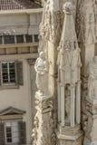 在大教堂尖顶,米兰,意大利的大理石象 图库摄影