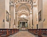在大教堂的主要法坛 库存照片