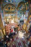 在大教堂里面的婚礼 库存图片