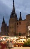 在大教堂附近的圣诞节市场在巴塞罗那 免版税库存图片