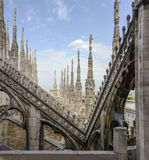 在大教堂,米兰,意大利的尖顶 免版税图库摄影