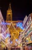 在大教堂-史特拉斯堡附近的圣诞节装饰 免版税库存照片