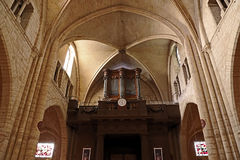 在大教堂Sacre Coeur大教堂内部的管风琴 免版税库存照片