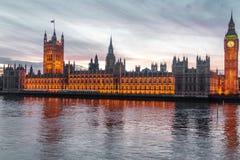 在大本钟的日落在伦敦,英国 免版税图库摄影