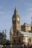 在大本钟附近的街道场面,伦敦。大英国 免版税库存照片