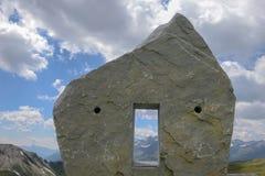 在大格洛克纳山高高山路的纪念碑在奥地利 免版税库存照片