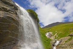 在大格洛克纳山的瀑布 免版税图库摄影
