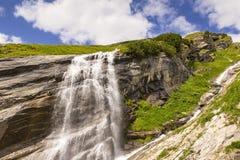 在大格洛克纳山路的瀑布 免版税库存照片