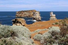 在大洋路,维多利亚,澳大利亚晃动受难者海湾的海岛  库存照片